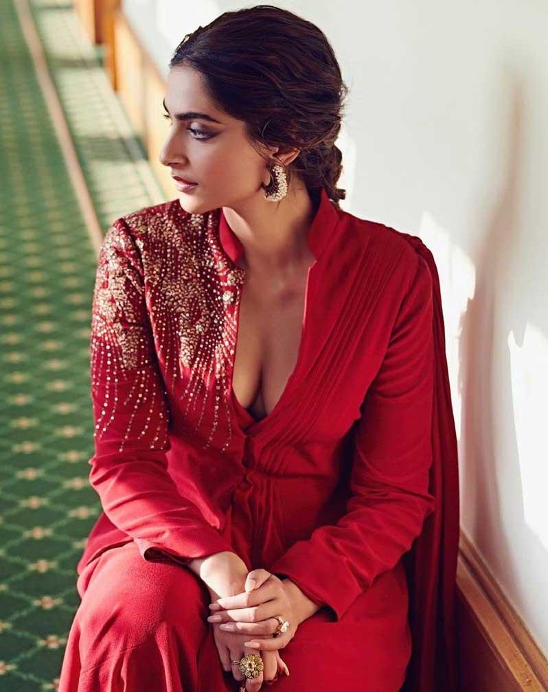 Sonam Kapoor Hot Sexy Deep Cleavage