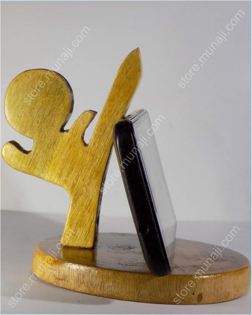 gambar produk 2 Dudukan HP Dari Kayu - Bentuk Wong Gaya Nendang (Wooden Phone Stands)