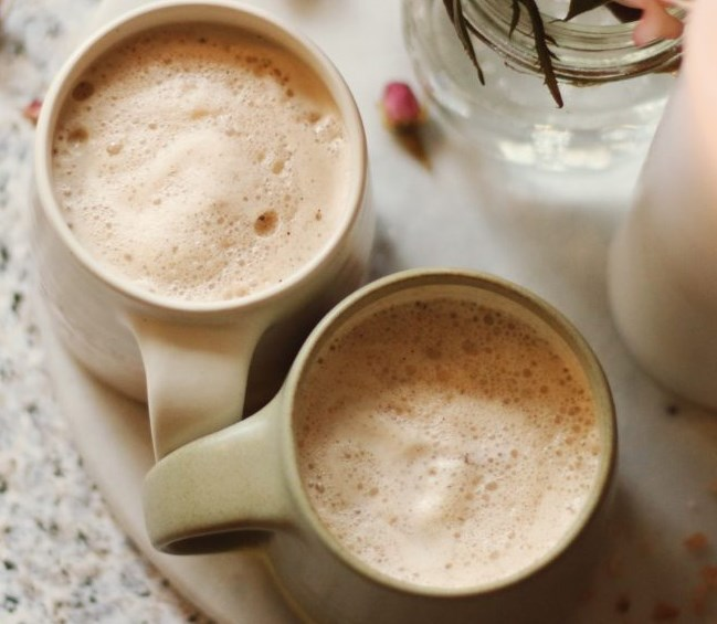 Ginger Cinnamon Vanilla & Maca Moon Milk #drinks #healthy