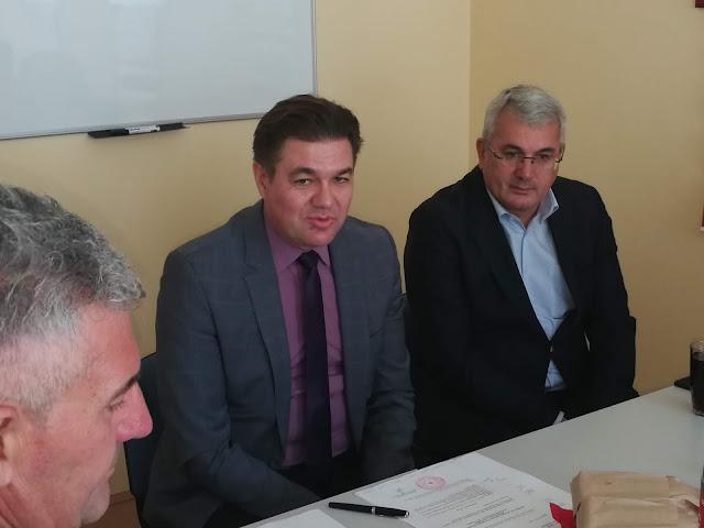 Дејан Укропина , председник Црвеног крста Војводине и Драган Божић, председник општине Тител