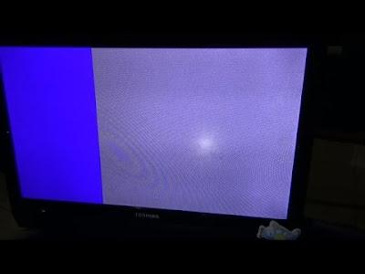 layar laptop putih setengah