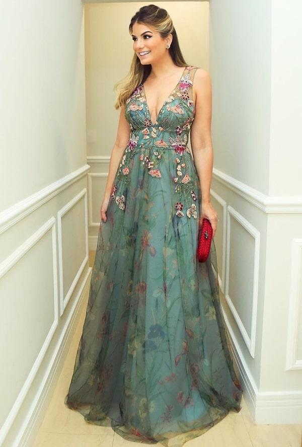 vestido de festa longo verde com bordado floral