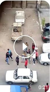 شاهد بالفيديو شخص يقتل صديقه اثناء خرجهم من المدرسه في مصر