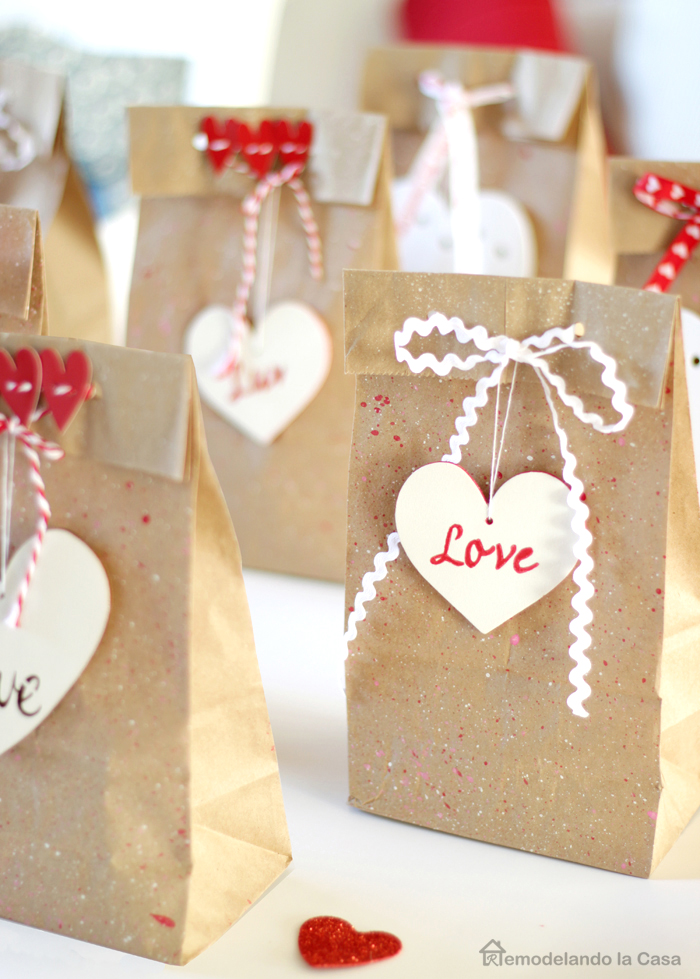 favor brown paper lunch bags with wooden heart tags