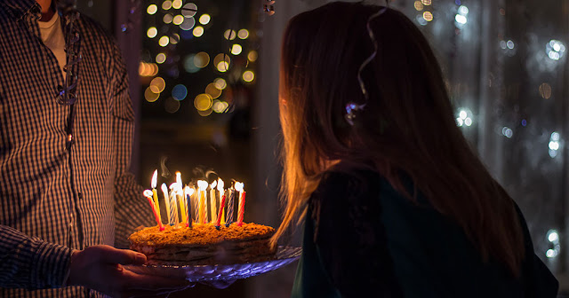 Αποκλείεται να το γνωρίζετε: Γιατί σβήνουμε κεριά στα γενέθλια;
