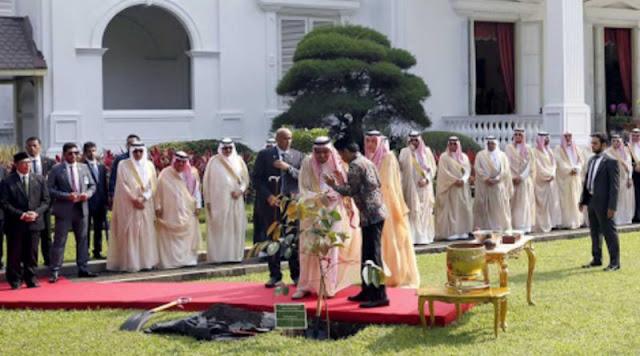 Detik - detik Raja Salman Tinggalkan Jokowi Demi Tunaikan Sholat di Awal Waktu?