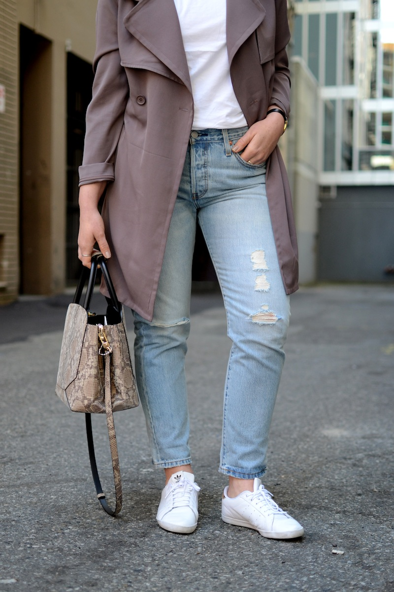 Le Chateau Lauren's Closet trench coat spring outfit Vancouver fashion blogger Levis 501 ct