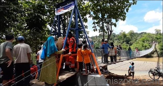 Dua Kepala Daerah Resmikan Jembatan Gantung Terpanjang
