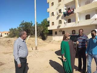 رئيسة سفاجا تتفقد عمليات رفع منسوب مطابق الصرف الصحي تمهيدا للرصف