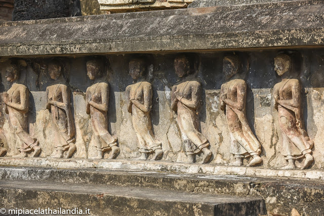 Wat Mahathat, Sukhothai - monks in procession