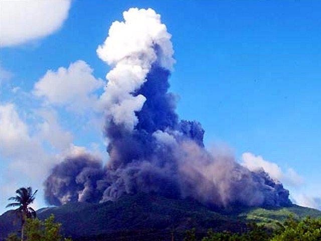 Bulusan volcano, Philippines eruption 2km high  3105bul5
