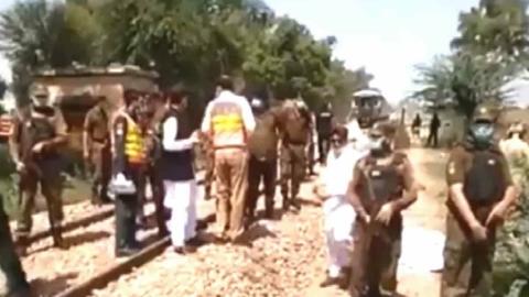 Pakistan: 29 people dead after a bus collides with a devout Sikh