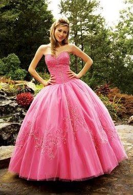 Foto de mujer con vestido de quinceañera color rosado