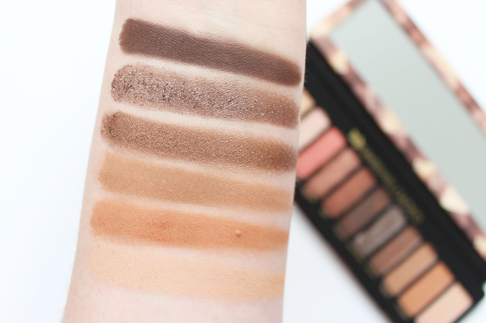 URBAN DECAY | Naked Reloaded Eyeshadow Palette - Review + Swatches - CassandraMyee
