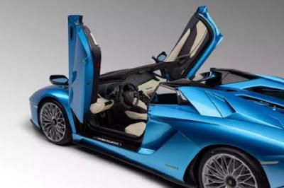 Gaya Lamborghini Aventador Lebih Fresh Dengan Atap Terbuka