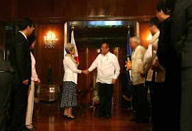 Pres. Aquino and Vice Foreign Minister on Malacanang Palace