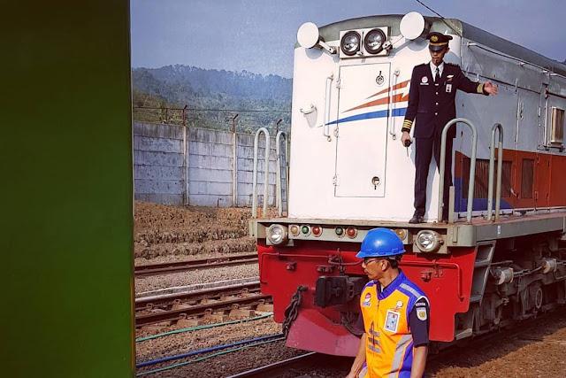 Yuk Mengenal semboyan langsir - Semboyan - Langsir - Petugas Langsir - Kereta Langsir - Kereta Api Langsir - KA Langsir - Petugas PLR - lokomotif Langsir - Masinis langsir - Kondektur Langsir