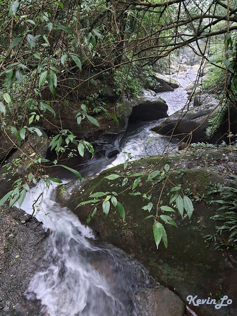 拉波波村營區溪流蜿蜒曲折