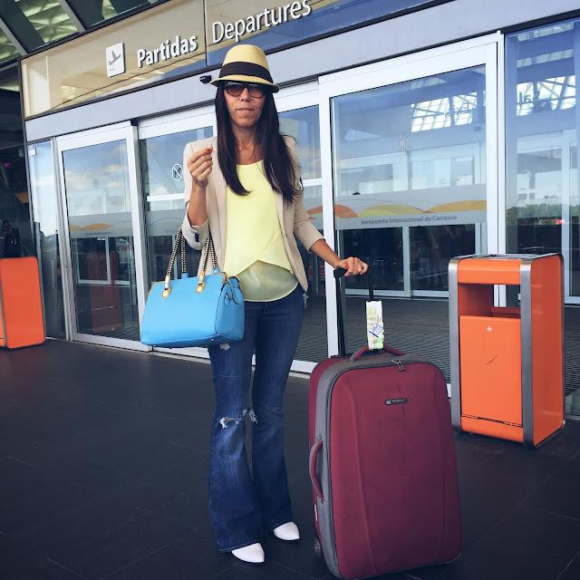 asesoria de imagen, look de viaje, como vestir en el avion, estilo de viaje, estilista, viaje, travel, july latorre, julieta latorre, outfit de viaje, outfit de avion