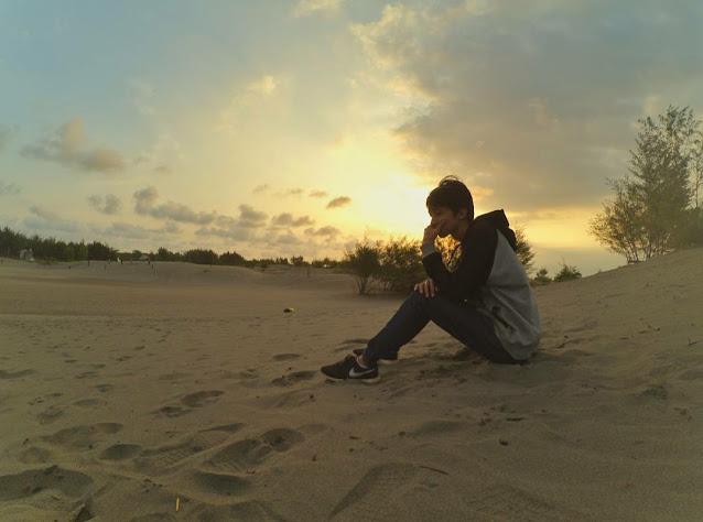 Sunset di Gumuk Pasir Parangkusumo (Pict : tuankecilberwisata.com)