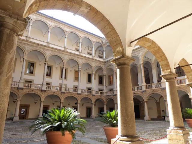 cortile Maqueda Palazzo Normanni Palermo