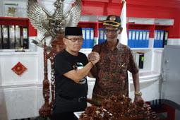 Yowel Warabai Serahkan Dokumen Pengesahan KPK-Tipikor Provinsi Papua ke Marwan