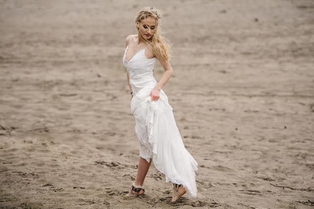 Ślubne ozdoby na stopy z piórkami, PiLLow Design