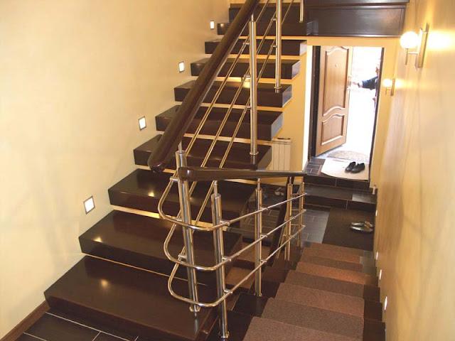 cầu thang inox tay vịn gỗ