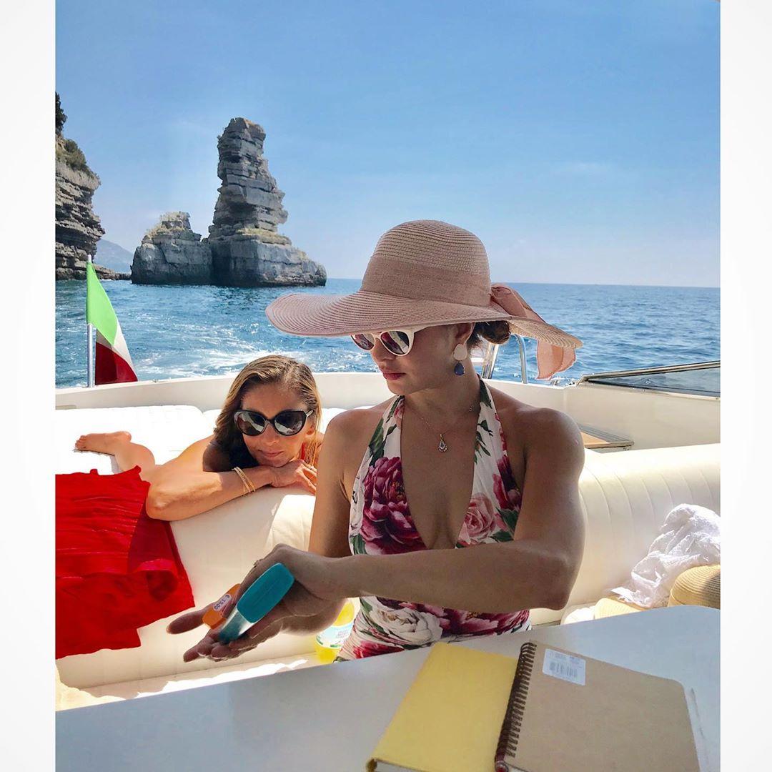 Jacqueline Fernandez Sexy Bikini Pics