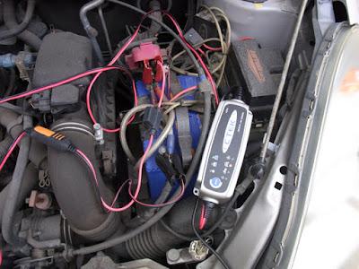 ファンカーゴのバッテリー充電CTEK JS3300