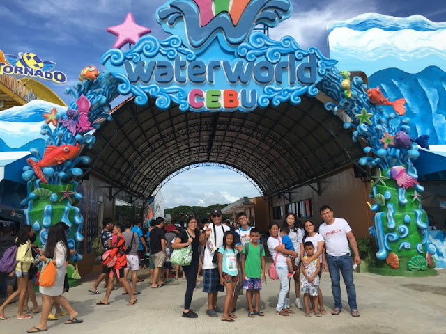 WaterWorld Cebu. Met these family from Naga at the entrance