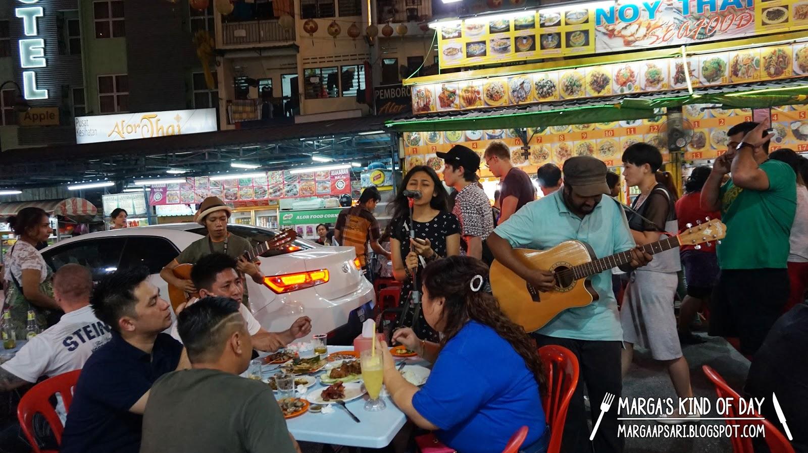 Suasana di Jalan Alor