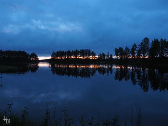 aurinko on laskenut Rauanjärvellä Pohjois-Karjalassa
