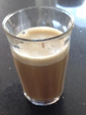 Kaffeopskrift på LCHF æggelatte med kokosolie