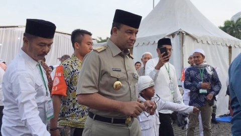 Anies Datang Reuni, Massa: Selamat Datang, Gubernur Indonesia!