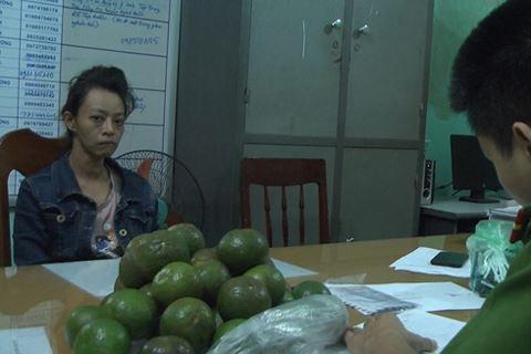Quảng Ngãi Thùng trái cây chứa heroin trên xe khách