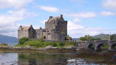 Eilean Donan Castle - Picture by The Heathers in Glenmoriston