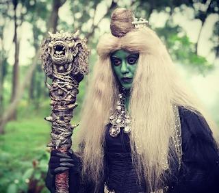 Mak Lampir sering dikatakan sebagai salah satu tokoh mistik, yang sering digunakan sebagai watak untuk menakutkan, walaupun cerita Mak Lampir juga mempunyai banyak cerita moral.