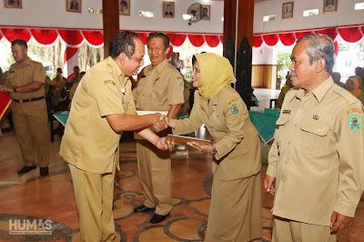 105 PNS di Kabupaten Trenggalek Terima SK Pensiun dari Bupati