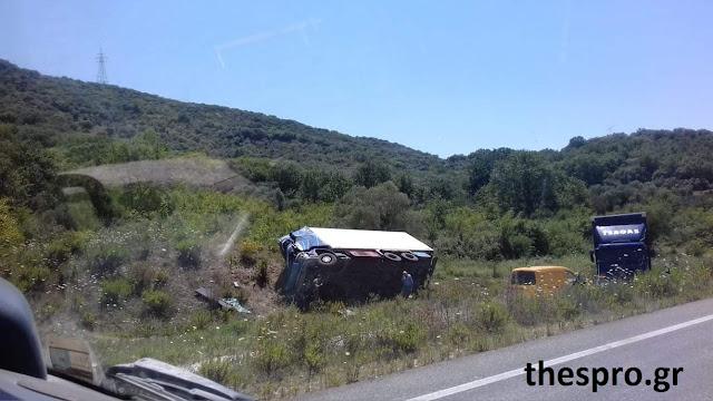 Θεσπρωτία: Φορτηγό κατέληξε σε χωράφι