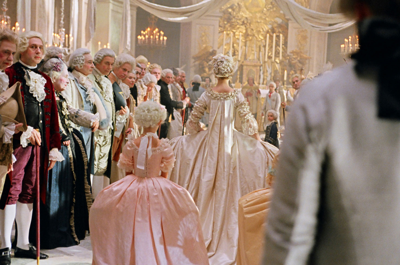 Le Hameau de la Reine  L abito da sposa di Maria Antonietta 89a3df3c034