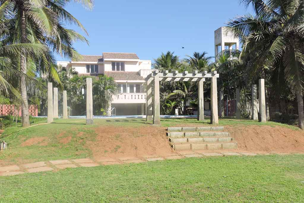 party lawn in ecr for daily rent