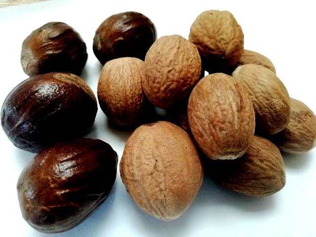 ORGANIC WHOLE NUTMEG WITHOUT SHELL GRADE ONE QUALITY HOMEMADE SPICES SRI LANKA 100g