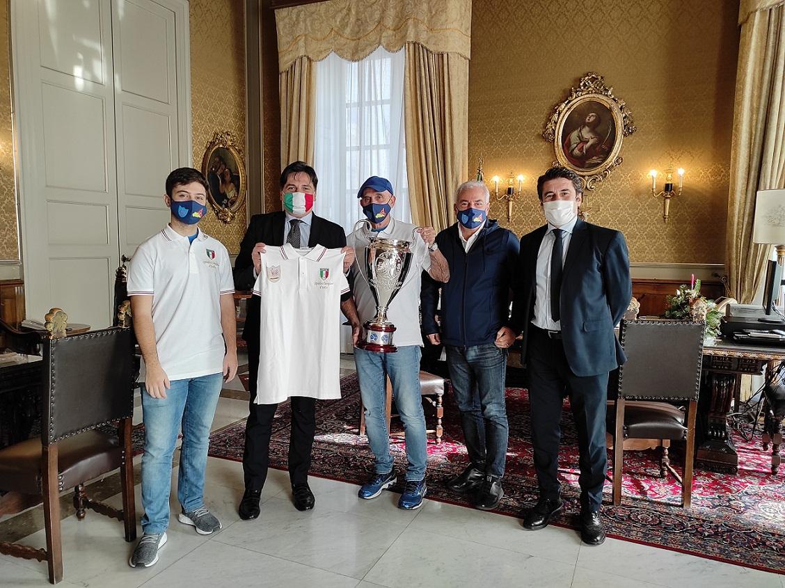 pogliese e la squadra di new squash club Catania