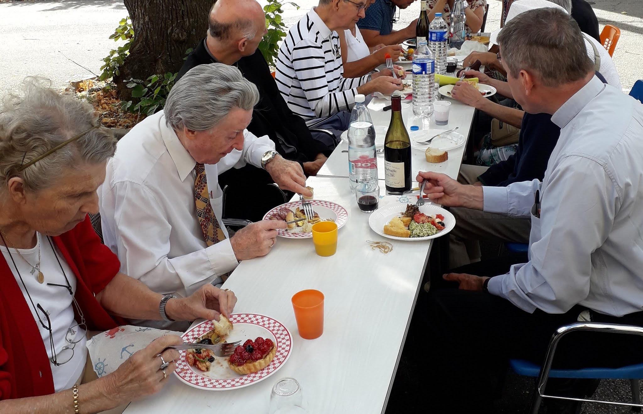 Les parents du Père  Christian Defrance lors du pique-nique le jour de son installation comme curé de Saint Vincent en Lignon