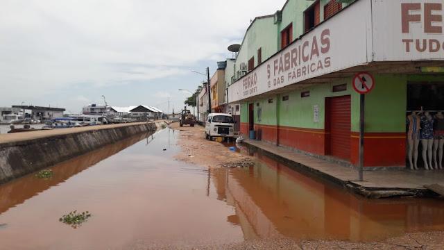 Enchente do Rio Amazonas começa alagar ruas de Óbidos