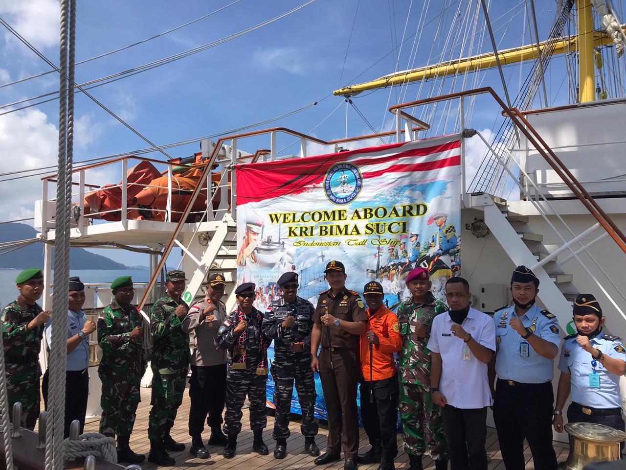 Wakapolres Natuna Hadiri Penyambutan KRI Bima Suci Dalam Rangka Lattek KJK Taruna-Taruni AAL TK III Angkatan 67 TA 2020