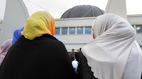Le Parisien rapporte qu'une polémique fait rage actuellement sur les réseaux sociaux autour d'un mariage à Argenteuil. Une élue de la majorité aurait, selon des témoignages, refusé de marier une femme car celle-ci portait le voile islamique.