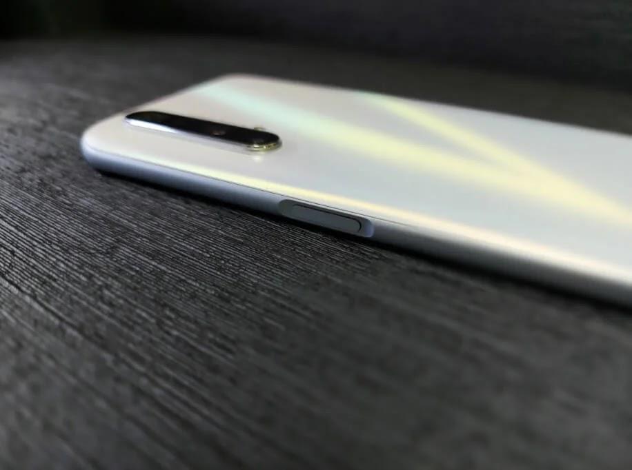 realme X3 SuperZoom Fingerprint Sensor / Power Button