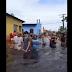 EM MEIO À CHEIA HISTÓRICA DO RIO NEGRO, PESSOAS SE AGLOMERAM EM ÁGUA NO IRANDUBA; VÍDEO